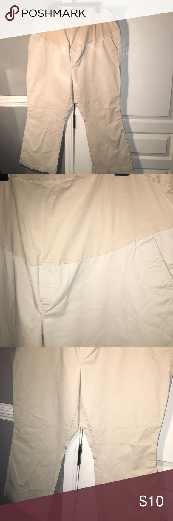 """Plus size khaki maternity pants Mid cover maternity pants. Khaki. Side and back pockets. Inseam measures 27"""". Size 18. Old Navy. Old Navy Pants"""
