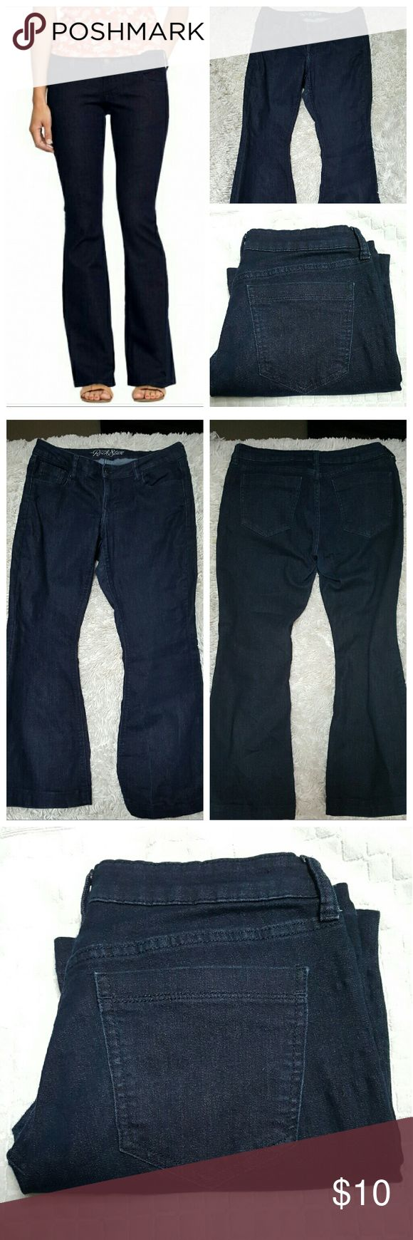 """Old Navy Rockstar Jeans sz 12 29"""" inseam,  rise 8"""" , waist laying flat 16"""", total all around waist 32"""". Price firm no offers, thanku. Old Navy Jeans Boot Cut"""