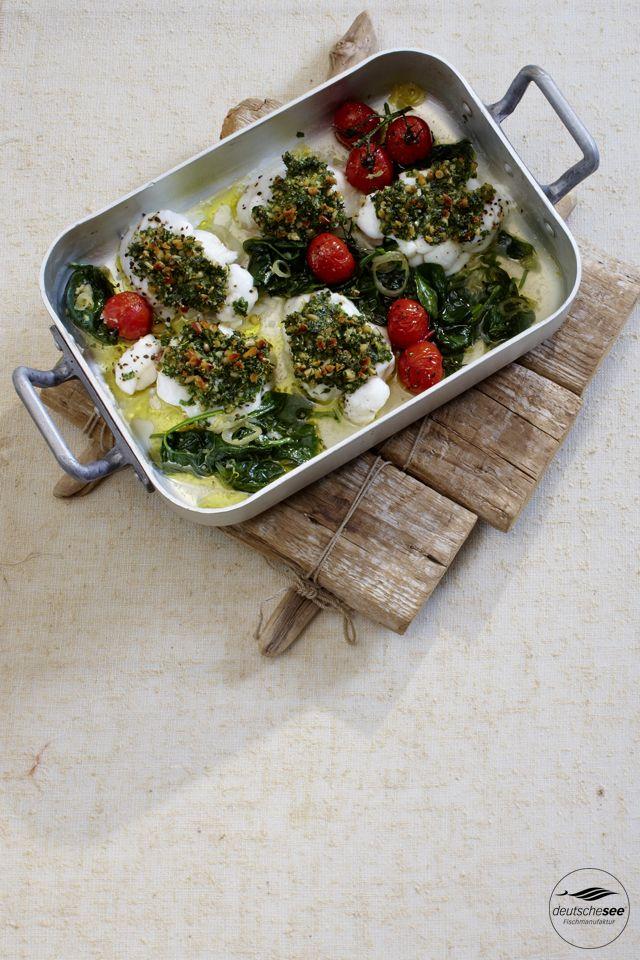Seeteufel in Rucola-Pinenkernkruste –mit Spinat und geschmolzenen Tomaten