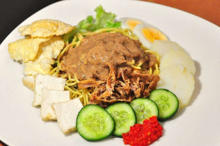 Rujak Juhi / Dried Calamari salad