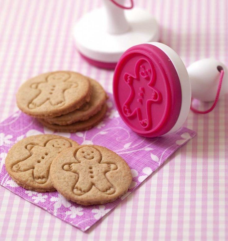 Biscuits sablés à la cannelle bonhomme et sapin de Noël - tampon à biscuits Scrapcooking - Recettes de cuisine Ôdélices