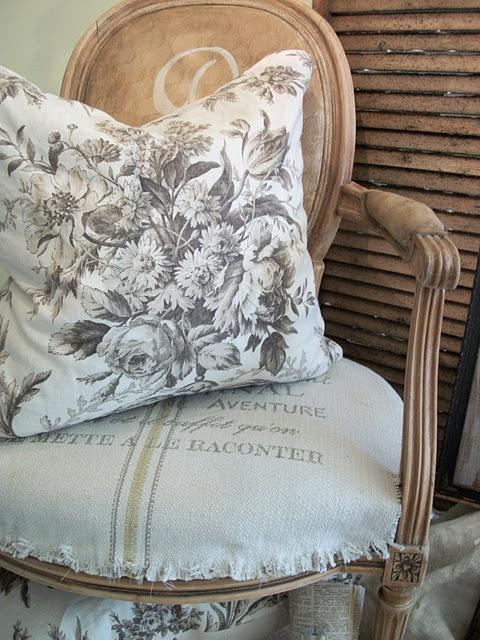 ragged edges: Country French, Grainsack, Decor Ideas, Grains Sacks, Chairs Fabrics, Shabby Chic, Cute Ideas, French Country Chic, French Chic