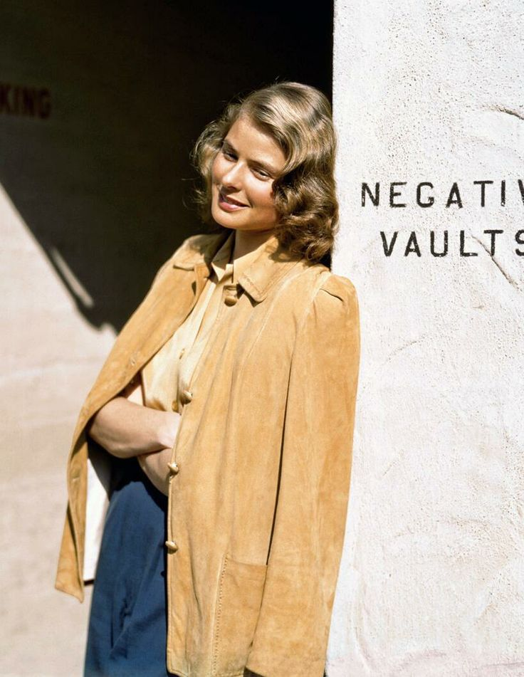 A great,beautiful color photo of Ingrid Bergman