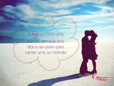 O beijo é como uma estrofe, em que dois lábios se unem para cantar uma só melodia.