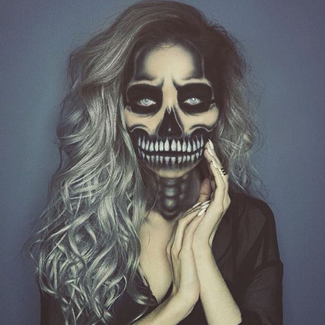 "Keep the Halloween Looks coming! our beautiful Bella @jessjanemakeup is rocking this awesome look featuring @ssssamanthaa 220g 22"" #BELLAMISterlingSilver set use code jessjane to save on your next set through our website at www.bellamihair.com! #bellamihair #teambellami #halloween"