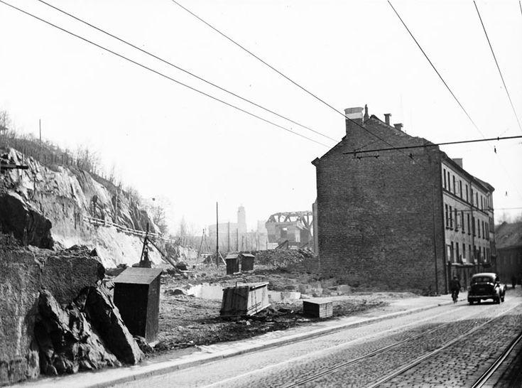 Danviksgatan 7 - 9, t.h. på bilden. Sprängningsarbeten pågår för utfartsvägen fram till Danviksbron - Stockholmskällan