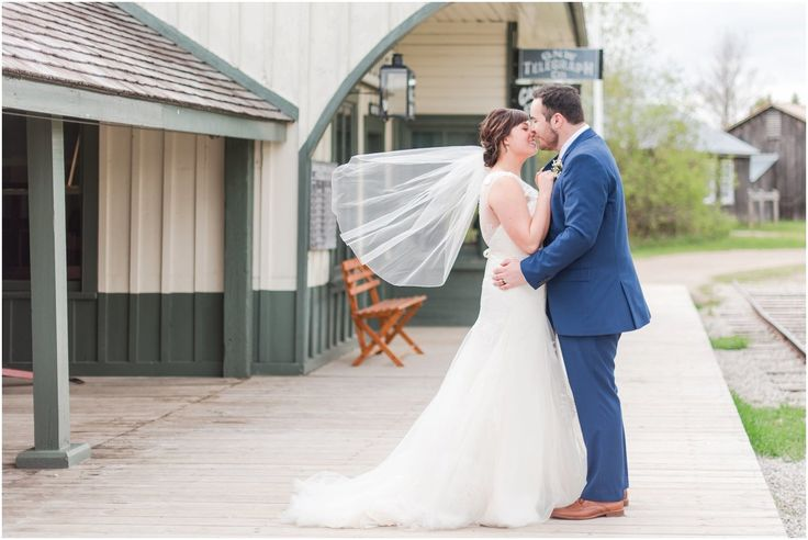 Rachel Keyes photography captured this sweet moment in Doon Heritage Village.