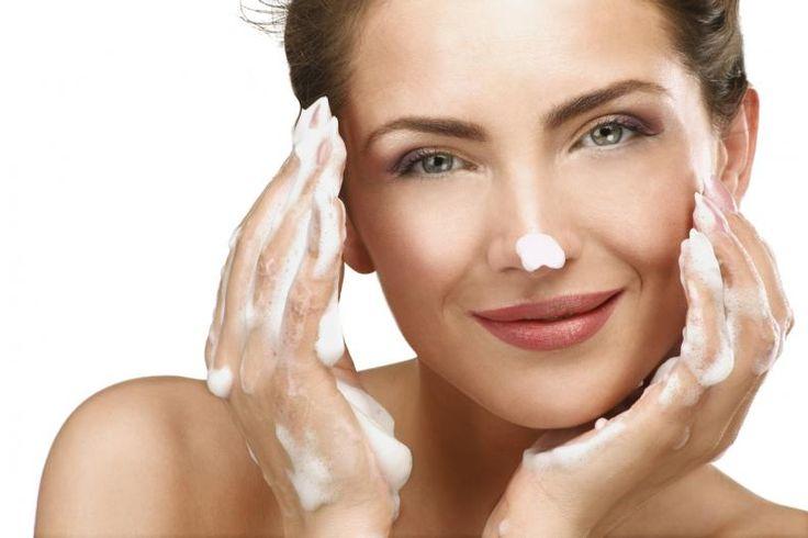 ¿Les gusta verse guapas y radiantes? ¡Claro! ¿A quién no? Pues la clave está en hacerse limpiezas faciales profundas.La mayoría de las mujeres simplemente se lavan la cara con jabón y ya está. Pues bien, eso es perfecto, debemos hacerlo al menos por la mañana y por la noche, pero también es necesario hacernos