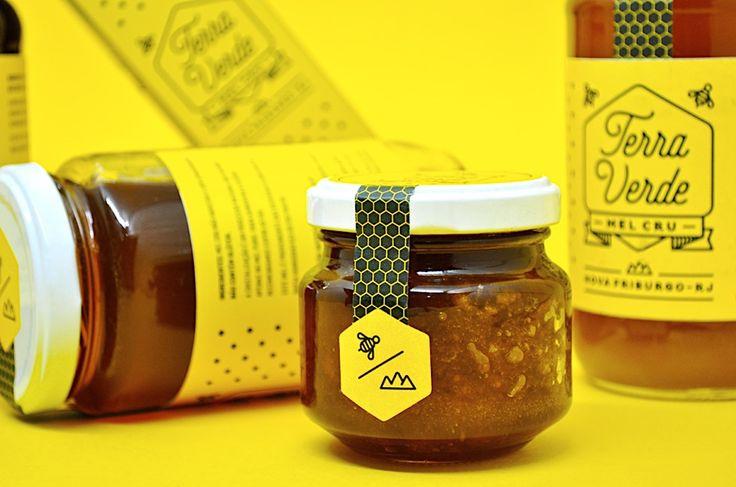 Honig: Von fleißigen Bienen produziert, vom Menschen schick verpackt  Leuchtend gelb mit schwarzen Akzenten macht der Honig von Terra Verde im Regal auf sich aufmerksam. Das gelb-fröhliche und zugleich minimalistische...