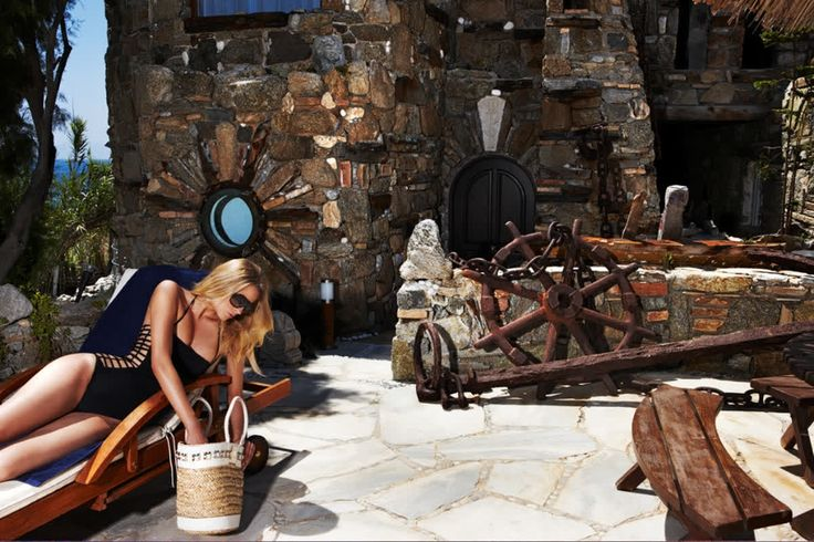 Making time stand still in the romantic castle atmosphere of Noah's Villa. Old world charm and all mod cons, exclusively yours #kivotosmykonos #luxuryhotels #mykonos #instatraveling #kivotosNoahsVilla #travelgram #privatebeach #luxurylifestyle http://qoo.ly/h7a6v