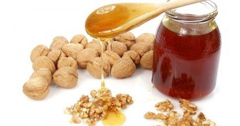 Además de ayudarnos a reducir el colesterol y proporcionarnos energía, con estos tres ingredientes, vamos a realizar un desayuno más completo y saludable para la salud de nuestro corazón. Todo el mundo sabe de los grandes beneficios que aportan la miel, las almendras y las nueces, pero… ¿Alguna vez te has parado a pensar cual …