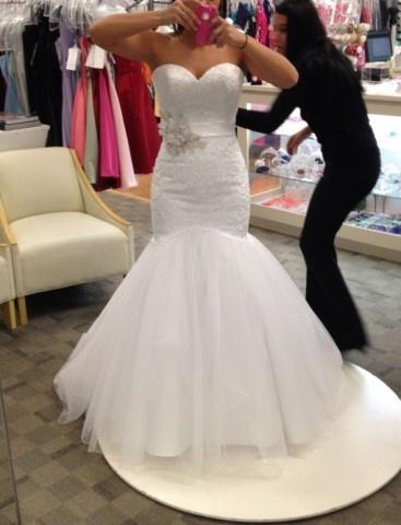 Show Ad - Wedding Dress - Canada - Alberta - Wedding Dress (Allure 8920) | Weddingbee