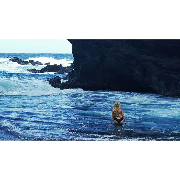 Maui, in the black sand beach 😍🌊🌏🏖 Instagram: supreme_caliber