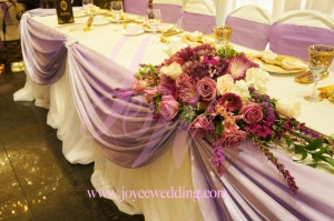 Large on size, a #mixture of #fresh #flowers with the #stunning visual effect, set up at the middle of the #head table during a #wedding #reception #banquet. This #flower #arrangement contains #Roses, #Chinese lily, #purple hydrangeas and #green fillers. The #fabulous colour makes the head table #elegant and #romantic!