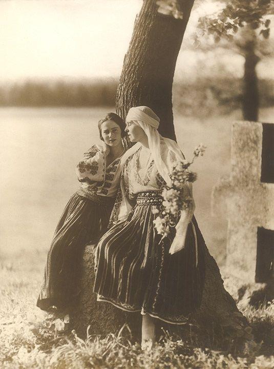 """Queen Marie of Romania and daughter, Ileana. """"AL"""""""