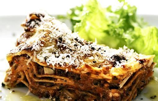 Kasvislasagne valmistetaan italialaisittain.