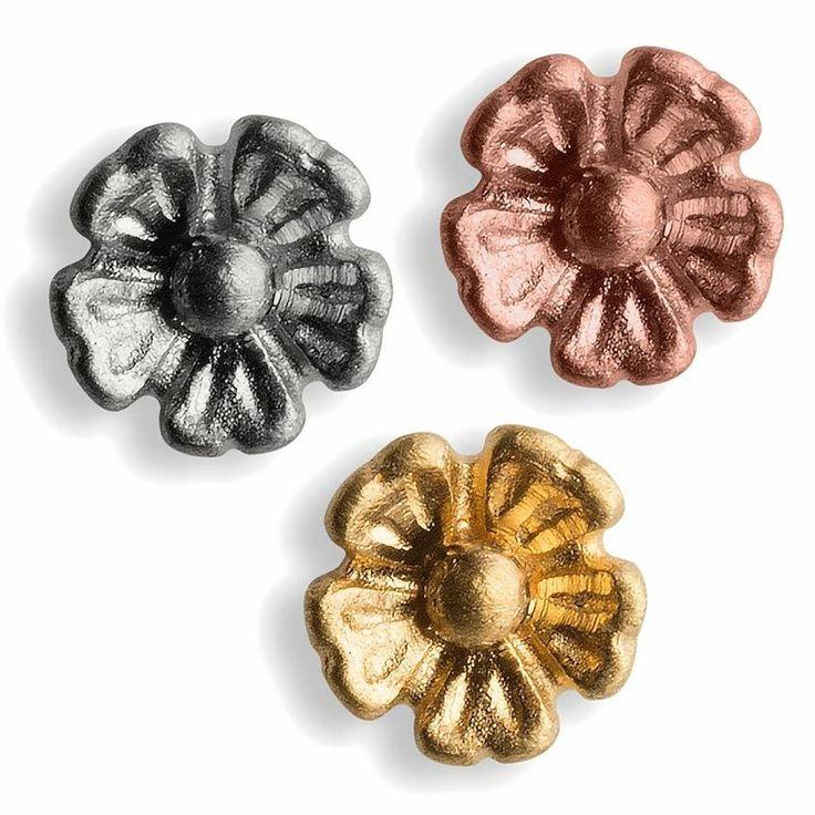 Simple flower earring  JEWELRY >> http://www.janekoenig.com/earrings.html