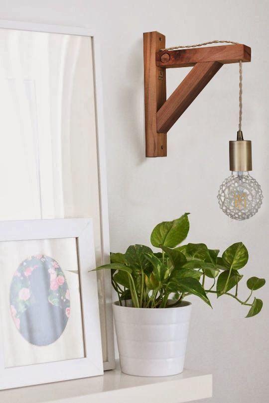Ilumina con un lindo aplique de madera 💡💡 Aplique Squadra con ampolleta ICE en bronce, combinación perfecta para instalar en espacios claros, modernos, rusticos, abiertos o cerrados. Lleva tu aplique para decorar e iluminar tu casa 💡💡. Encuéntralo en www.uncuarto.cl