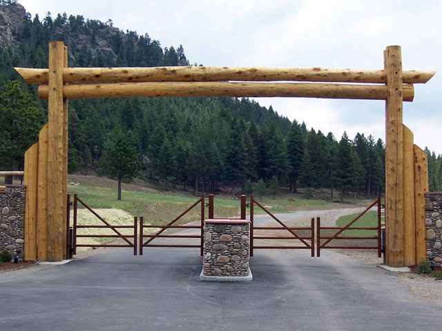 Building Wooden Log Driveway Enterance Log Entrance