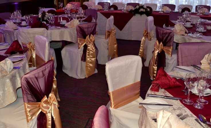 Alternating Ivory and Burgundy Shawl with Gold Satin Bows on White Chair Covers