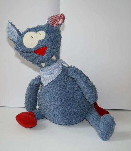 Perfektionismus ist nichts für Individualisten, unsere Katze ist dafür was ganz Besonderes...    Unser Rufus ist vielleicht ein klein wenig zu dick...