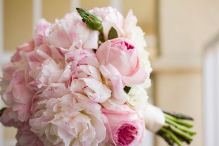 Oversized peony brides bouquet #blush #pink #ivory #peony #wedding