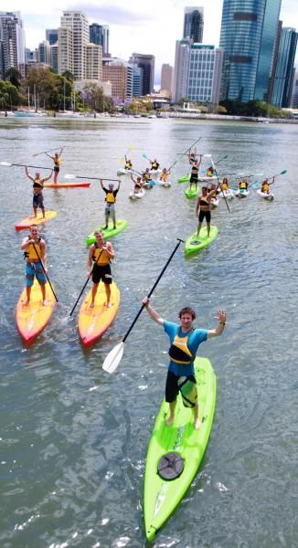 Paddle up the Brisbane River on a Friday night and enjoy a well-earned feast of prawns and ice-cold drinks afterwards with Riverlife #paddle #riverlife #brisbane