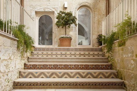 Set into an enchanting sixteenth-century dwelling, #hotel mantatelurè in #Lecce is characterized by a #shabbychic style coherent with the original atmosphere of the building #tiles #refurbishment