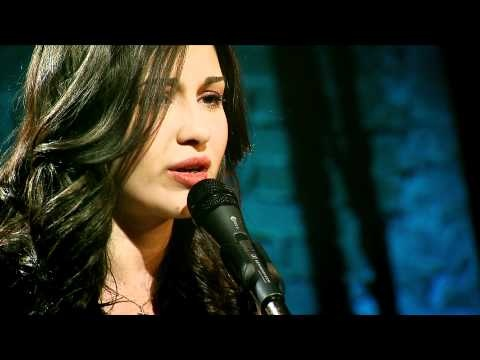 """Alina Eremia - """"Equivocada"""" (cover) in """"Pariu cu viata"""""""