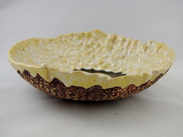 Unikatowa patera w kolorach czarnym i perłowym.Od spodu - miedziana koronka. Wykonana ręcznie z glin...