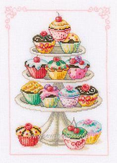 Lo estoy bordando... llevo 2 cupcakes completos y 2 mitades, jejeje....