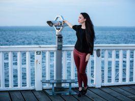 Sonnenuntergang am Meer – Lederhose und transparentes Top – Fashion Blog
