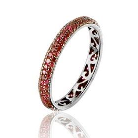 Bague Conte de fées - Cette bague tour complet en or noir 18 carats est pavée de 152 rubis sertis grain, pour un poids total de 0,91 carat. L'intérieur de l'anneau est découpé pour créer un effet dentelle. Le poids d'or moyen est de 2 grammes.   http://www.adamence.com/bague-rubis-rouge-tour-complet-or-noir-sertie-grain-de-152-rubis-0-91-carat-3542