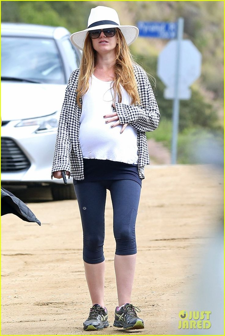 Pregnant Isla Fisher Looks Like She Could Give Birth Any Day Now!   isla fisher looks ready to give birth any day now 06 - Photo