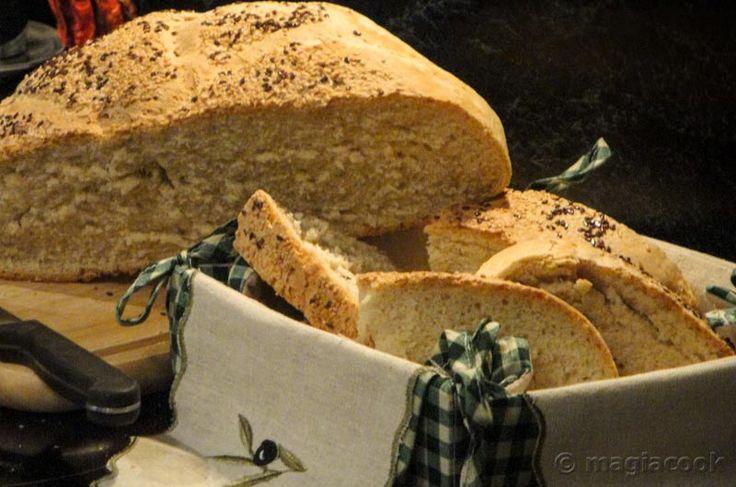 Σπιτικό παραδοσιακό ψωμί με προζύμι