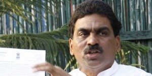 Congress party's stormy petrel Lagadapati Rajagopal succeeded in his mission to the extent of hogging the limelight on the eve of the entry of the 'Vasthunnaa mee kosam' padayatra of Telugu Desam Party supremo N Chandrababu Naidu into Seemaandhra region at Krishna district... http://www.frontpageindia.com/direction-of-winds/lagadapatis/47771