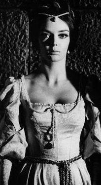 Barbara Stelle in I lunghi capelli della morte - Antonio Margheriti (1964)