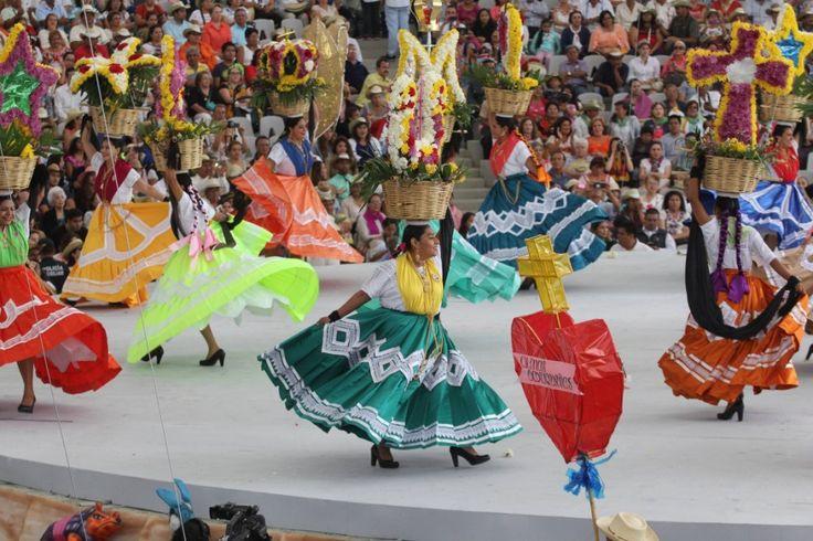 Oaxaca se llena de folclor en el inicio de la Guelaguetza 2016