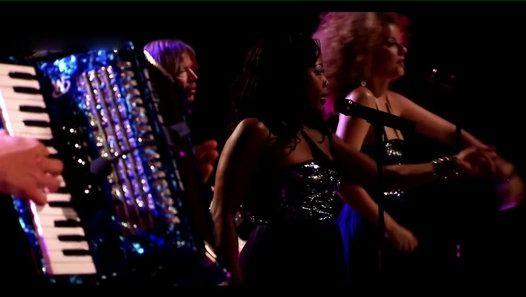 """Regarder la vidéo «Joe Cocker - """"N'oubliez jamais"""" live à Köln en 2013» envoyée par Le Point sur dailymotion."""