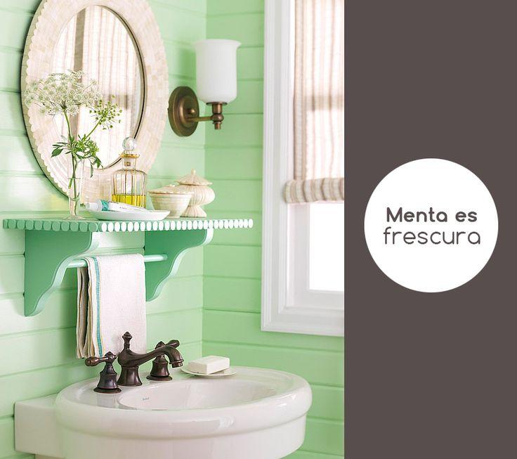 El menta es como un turqués suave, y esta muy de moda este año. El baño es un lugar perfecto para este color, crea un ambiente fresco y limpio.