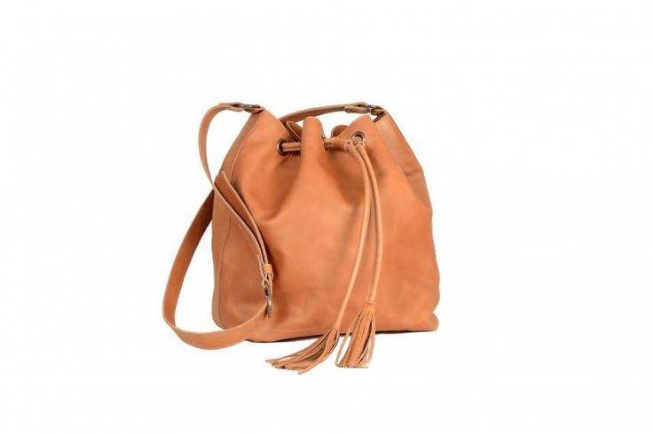 Cartera fruncida de cuero http://www.manos.com.uy/clothing/accesories/bags/amber/