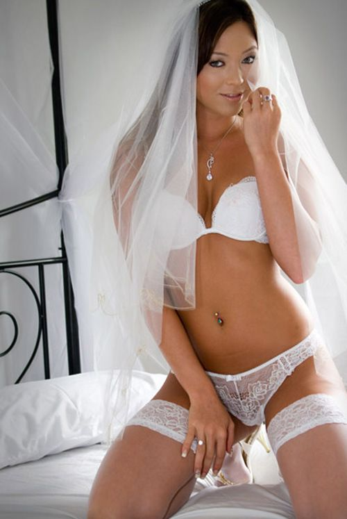 Bridal boudoir pose 18 boudoir poses ideas pinterest for Ideas for sexy photos