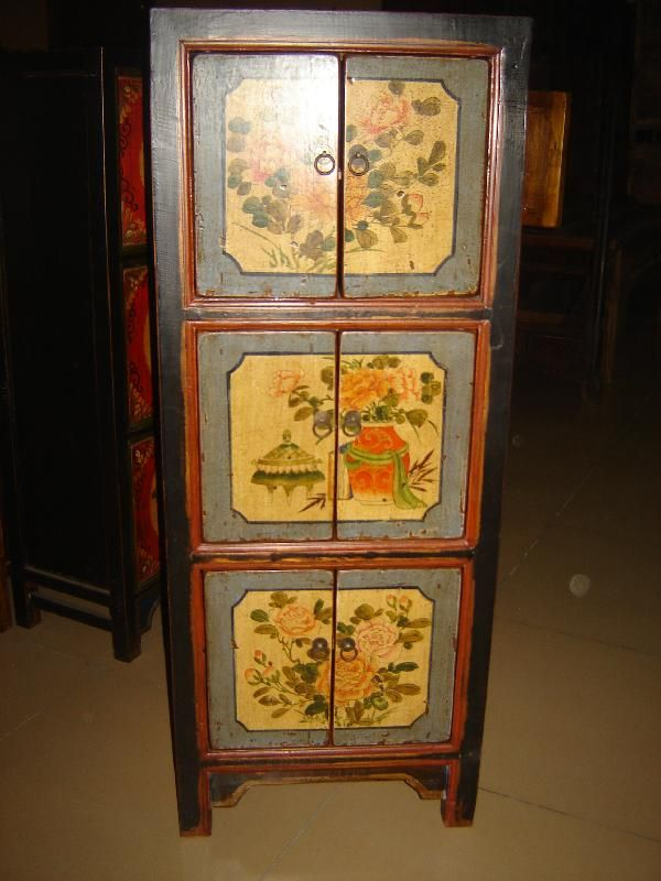 Antico mobile cinese proveniente dalla Mongolia Interna, inizio '900. € 690,00