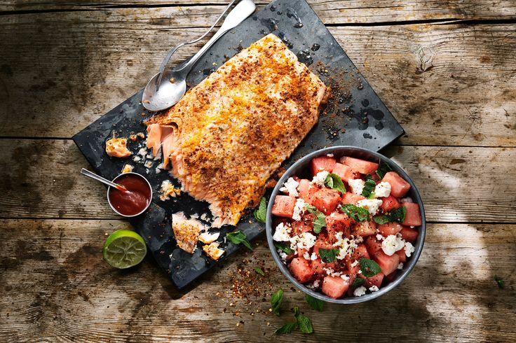 Chipotlerubbad lax och het vattenmelonsallad med mynta | Recept från Santa Maria
