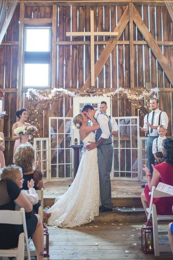 Rustic Country Style Wedding With Great Ideas For An Outdoor Wedding / http://www.himisspuff.com/rustic-indoor-barn-wedding-reception-ideas/10/