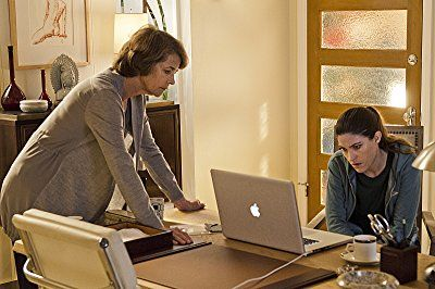 Charlotte Rampling and Jennifer Carpenter in Dexter (2006)