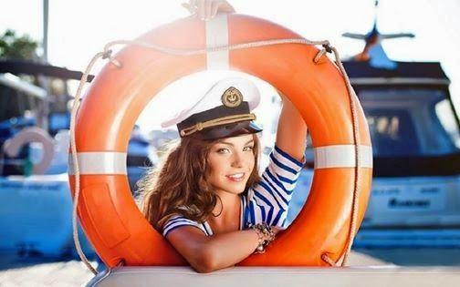 Η ΔΙΑΔΡΟΜΗ ®: Όμορφα κορίτσια στη θάλασσα