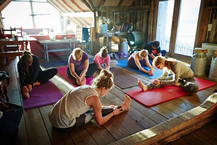 Yoga er en del av gründerretreat-programmet. Artikkel i norges ledende nyhetsmagasin for inspirasjon, innovasjon og innsikt. Foto: Cathrine Dokken