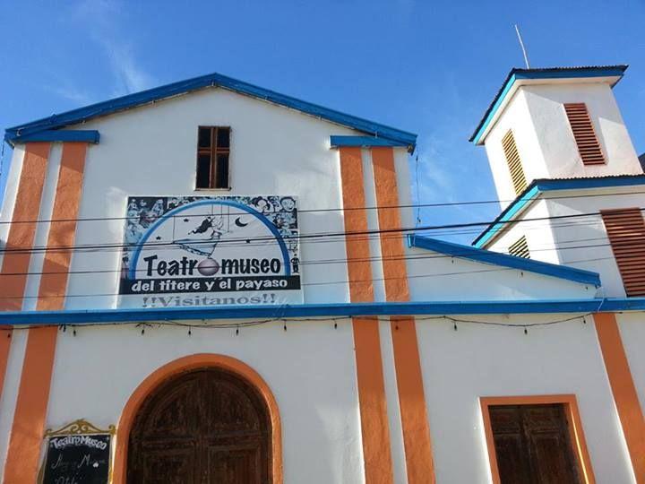 El TeatroMuseo del títere y el payaso se encuentra al lado de la plaza Bismarck, donde además se presentan compañías de teatro independiente