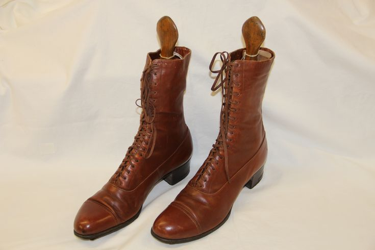 Laarzen the selbyshoe&co 1900 gedragen bij verpleegstersuniform